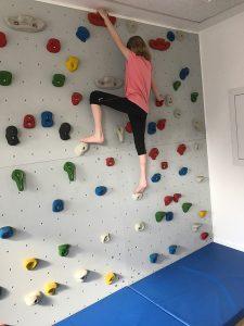 Physiotherapie für Kinder Therapeutisches-Klettern